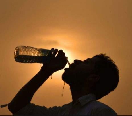 علاجات طبيعيّة لضربة الشمس  في  الطقس الحار