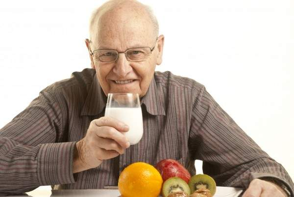 بعض أنواع الأطعمة التي لا ينصح للمسنين   بتناولها