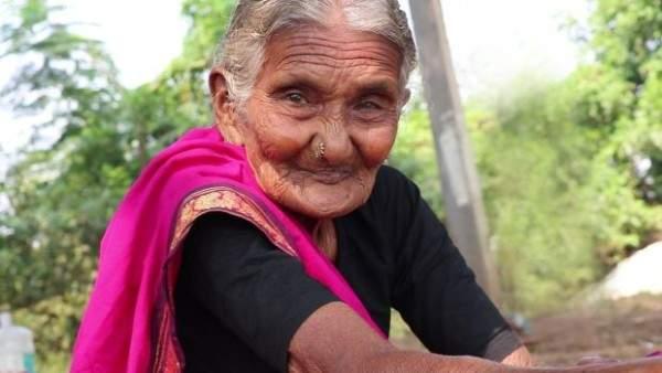 في عمر الـ 106 سنوات – نجمة على مواقع التواصل الاجتماعي لمهارتها في فن الطبخ