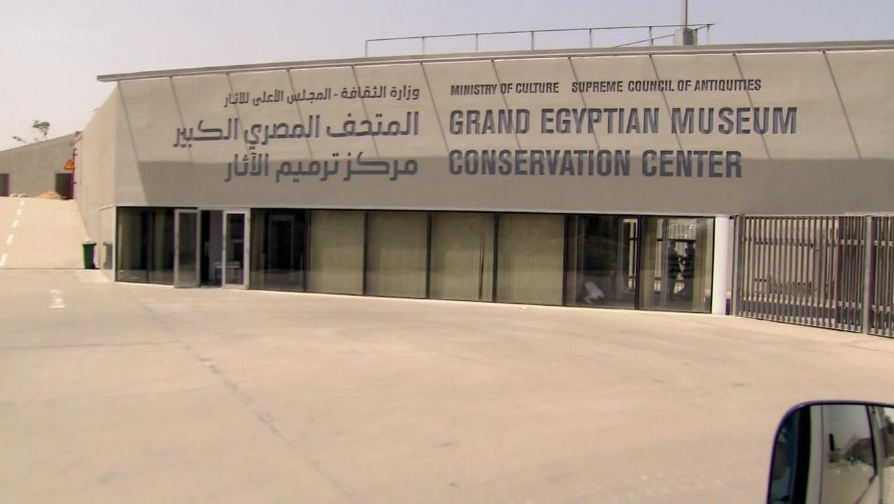 المتحف المصري الكبير يتزين قبل افتتاحه