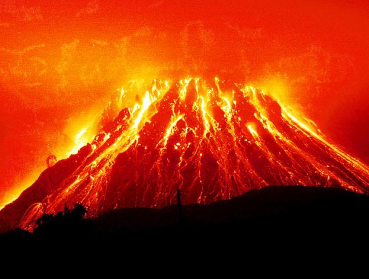 """ناسا تحذر من خطر البراكين الهائلة """"supervolcanoes"""""""
