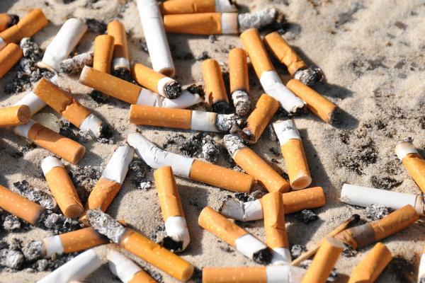 السجن و3 آلاف دولار إذا أشعلت سيجارة على الشاطئ