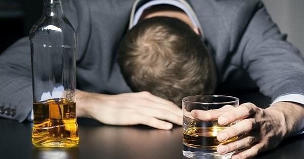 إلى المدمنين على الكحول